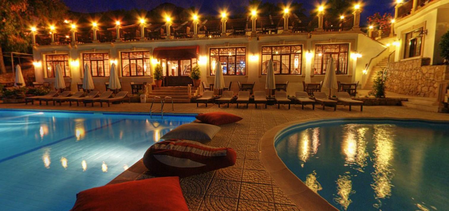 Bellapais-monastery-village-hotel (2).jpg